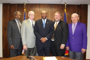 (l. to r.) Commissioner Terry Fuller, Commissioner Pete Lackey, Mayor Sam Tharpe, Commissioner Carlton Gerrell, Vice Mayor Gayle Griffith
